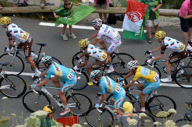 Tour de France 2014 - Etape 17 - Saint-Gaudens / Saint-Lary-Soulan Pla d'Adet - Romain BARDET, Thibaut PINOT et Jean-Christophe PERAUD restent vigilants au côté de Vicenzo NIBALI © ASO/B.Bade