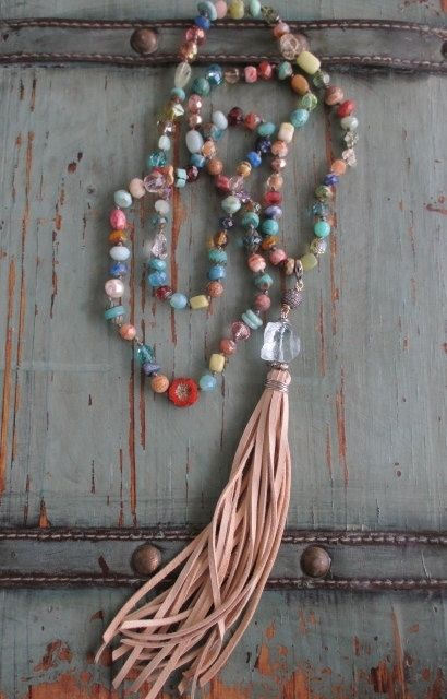 Colorful knotted leather tassel necklace por slashKnots en Etsy