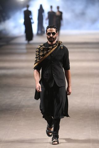 india men's fashion week | dark kurta