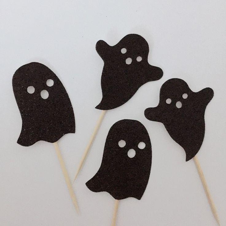 Als u uw bestelling op een bepaalde datum nodig hebt, stuur me dan een bericht alvorens uw bestelling te plaatsen. Dank u! ***  Nodig een andere combinatie van de grootte, de hoeveelheid of de kleur? Gewoon convo me met een verzoek! ***  ★•★•★•★•★•★•★•★•★•★•★•★  Bovenaan uw cupcakes of dessert met deze topper decoratie van Halloween thema Ghost.  Elke verpakking bevat 12 cupcake toppers - elk meet ongeveer 2 hoog.  Glitter is enkelzijdig, effen kleur kleur zal hebben aan beide zijden…