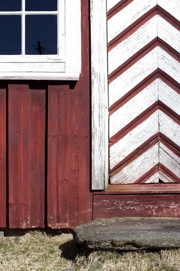 Et Nytt Kapittel - beautiful door, barn, diagonal, red and white