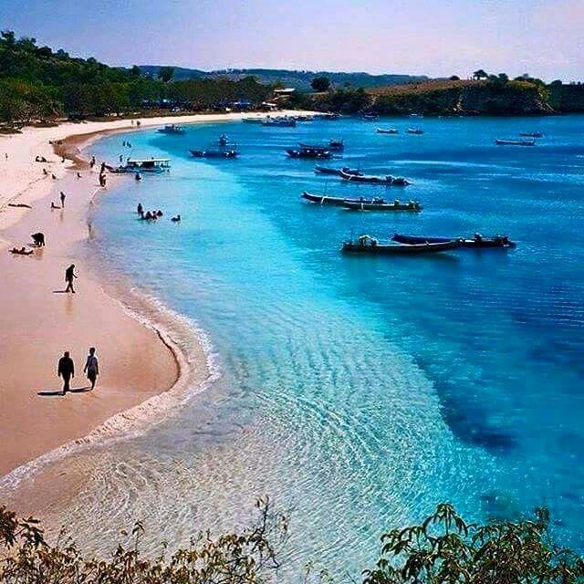 Pink Beach, Lombok. Indonesia. © Kaki Sumpit