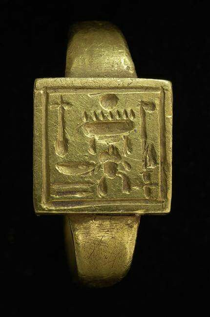 history of egyptian jewelry Jewelry was a very important part of ancient egyptian culture both men and women) wore bracelets on their upper and lower arms usually, they were made of gold and contained semiprecious stones and contained good luck charms (referred to as amulets.