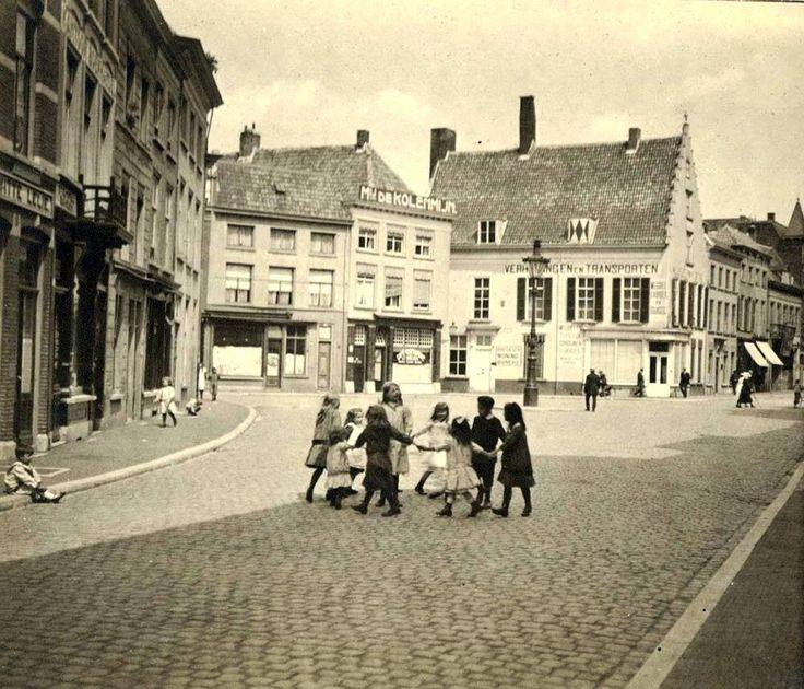 Zo zag de Havermarkt er uit in 1925 er waren toen nog weinig kroegen te bekennen.