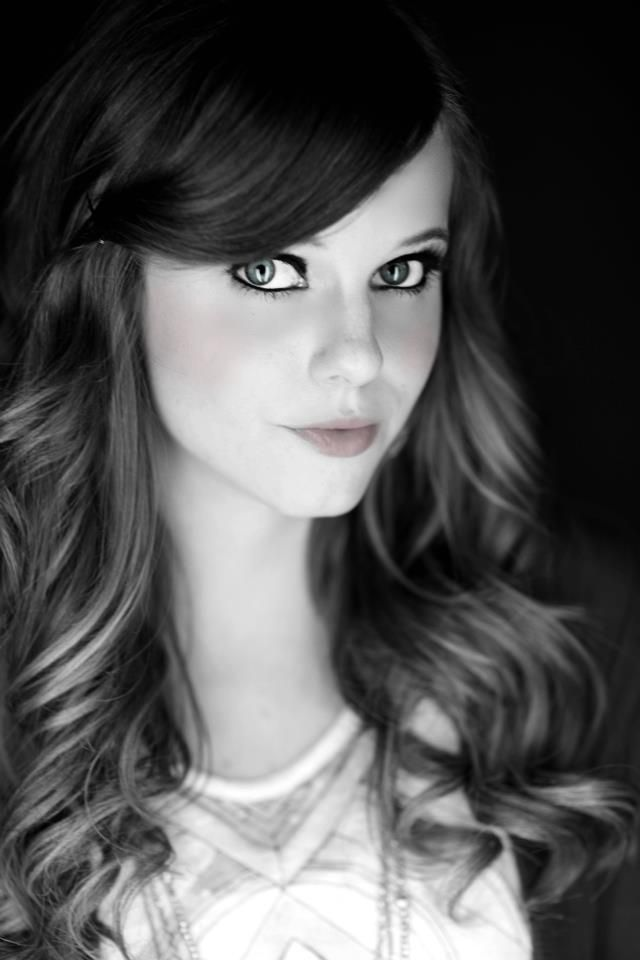 Tiffany alvord is my favorite singer! She's gorgeous and i love her hair in this picture!!!