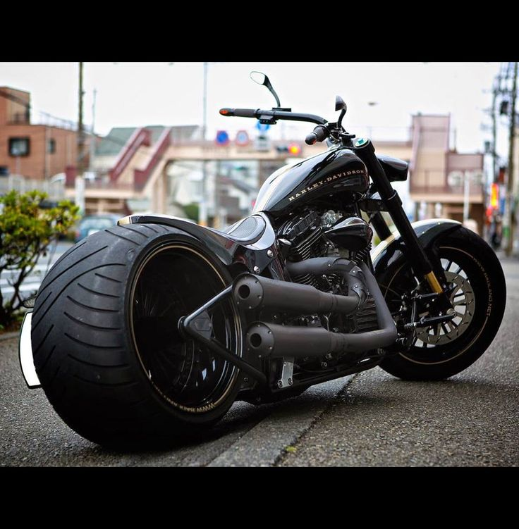 Harley-Davidson TwinCam Softail Night Train 300 Wide Tire Custom