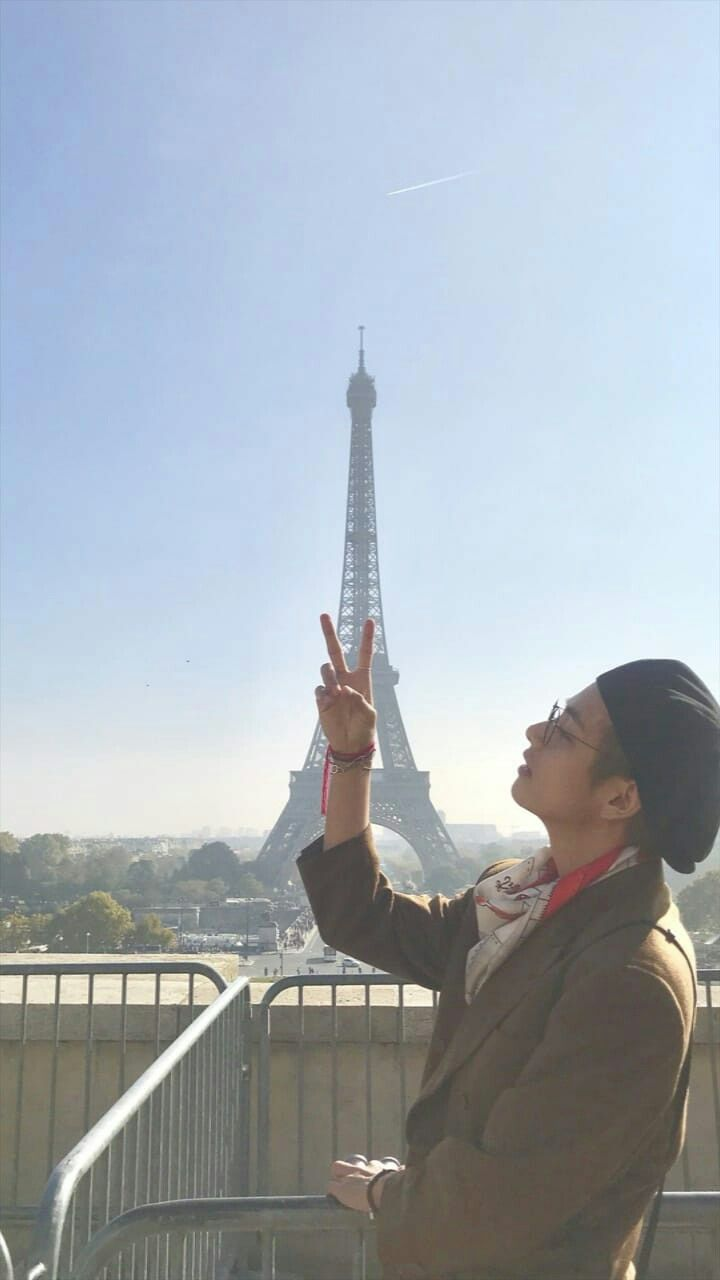 Cute Paris Iphone Wallpaper Kim Taehyung Paris Bye Bts Photo Bts Pictures Bts