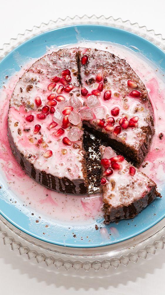 Darf es ein Stück von meinem köstlichen Glühweinkuchen sein? :) Das Rezept zu diesem saftigen Stück Glück gibt's direkt auf http://www.christinakey.com/rezept-gluehweinkuchen-kandis-zucker/ - Schaut gerne mal vorbei und lasst Euch den Mund wässrig machen! ♥