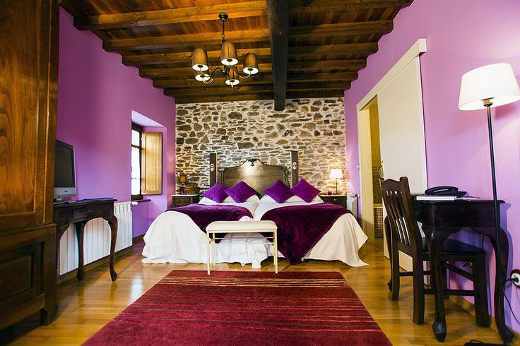 A Camelia, una de las Habitaciones de A Casa de Piego. Turismo rural en A Mariña lucense. LUGO - Galicia.