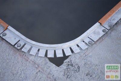 Voilà la dernière étape de la construction du bassin: la projection et le lissage de l'enduit hydrofuge. La piscine d'Eric pourra bientôt être en eau... http://www.jardipartage.fr/faire-enduit-piscine/