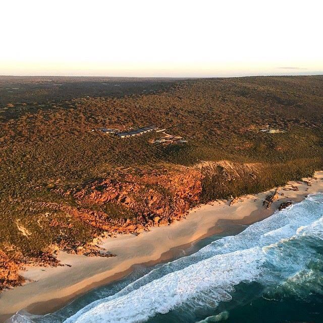 Injidup spa retreat and pristine injidup beach from the air, courtesy of WildBlue Helicopters - #walkintoluxury #luxurytravel