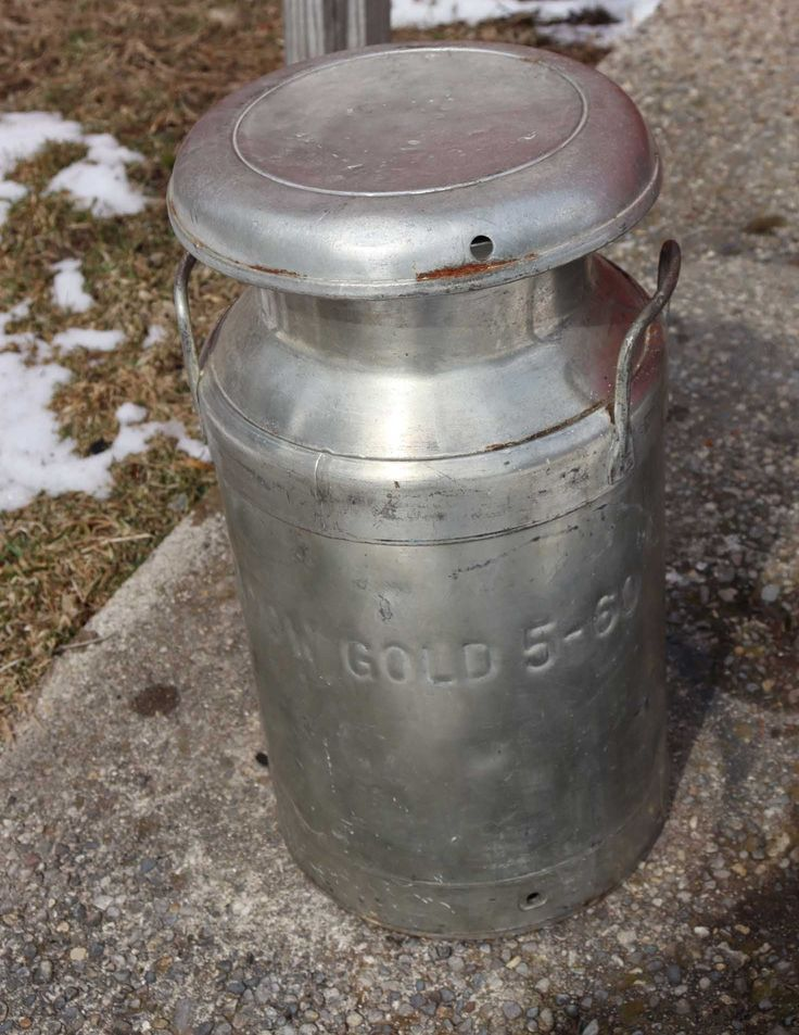 Vintage Small Milk Can Meadow Gold 560 ,Lid Comes Off