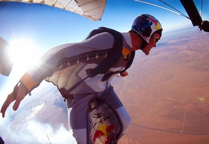 El salto con traje aéreo es la vanguardia del deporte extremo, una hazaña…