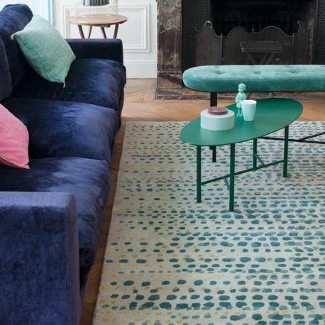 Motifs irréguliers gris bleu ou taupe pour ce tapis Brume de la collection Access Toulemonde Bochart, en laine et soie, pour le salon. Livraison rapide offerte