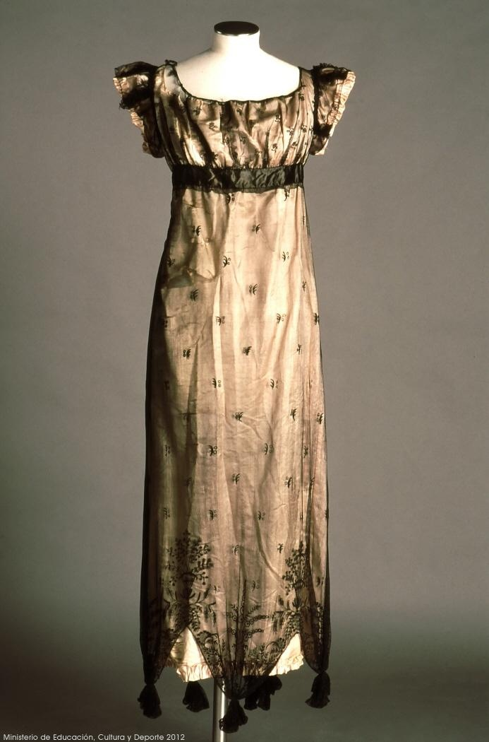 Goyesco style gown, undated, Museo del Traje.