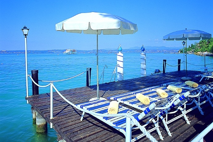 Hotel Marconi - Sirmione ... Garda Lake, Lago di Garda, Gardasee, Lake Garda, Lac de Garde, Gardameer, Gardasøen, Jezioro Garda, Gardské Jezero, אגם גארדה, Озеро Гарда ... Welcome to Hotel Marconi Sirmione. The Hotel Marconi is situated on the lake side, in the centre of Sirmione. All rooms with bathroom, telephone, Tv. Bar. Private parking, garden and terrace facing the lake. (Dont forget the reservation to have free access through the old town. On