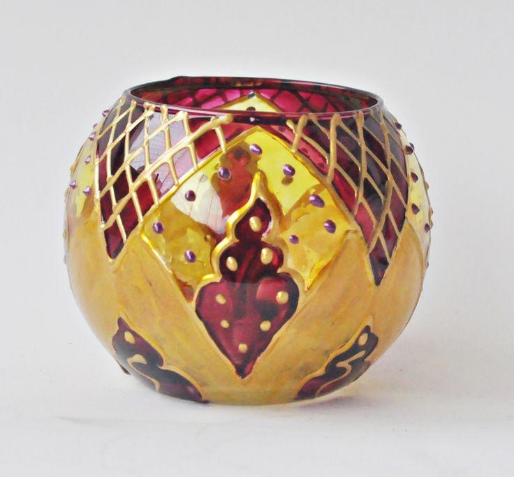 Vaso em vidro, pintado a mão com técnica vitral. Tamanho 8X10cm Ref. 0197 #vitral #espiritualidade #religiao #esoterica #mandala #artesanato #luminarias #lamparinas #portavela #vidro #portaincenso #incenso #incensario #mobile #amoartesanato #designinteriores #artesanato #artesa #presentes #pinturaemvidro #decoracaocriativa #ideiacriativa #feitoamao #glass #stainglass