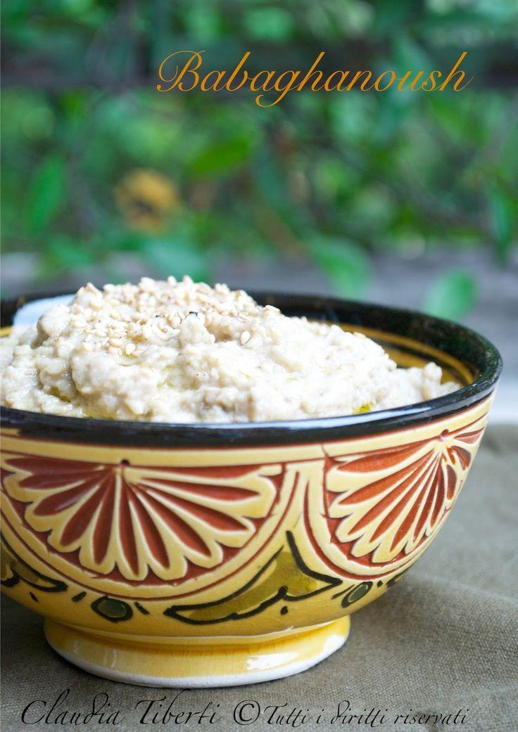 Adoro le melanzane e adoro questa crema!!!! Il Babaghanoush (o baba ghanoush) è una crema mediorientale di melanzane simile all'hummus infatti hanno in comune la tahina ma invece dei ceci qui ci sono le melanzane. E' molto popolare in tutto il Medioriente e nella cucina libanese. La p…