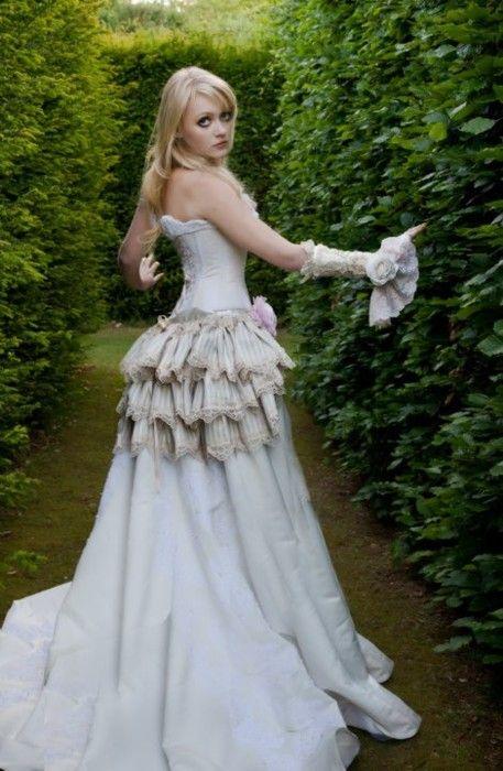 Steampunk Wedding Dress makes me think of alice in wonderland