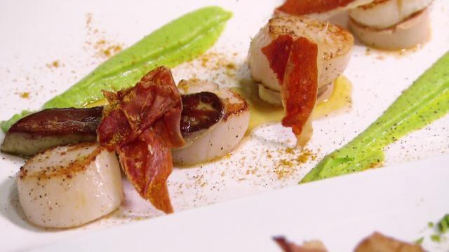 Sint-jacobsvruchten met foie gras en erwtenpuree - Recept | VTM Koken