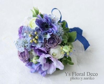 青いドレスに青と紫のラウンドブーケ アーティフィシャルフラワー @水天宮ロイヤルパークホテル ys floral deco