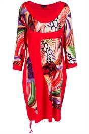 Bohéme tunikakjole i rød med livlig print i stærke farver