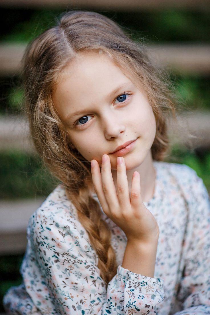 Милая, нежная девчушка Лиза. Спорим вы ее уже видели?   нет?  Ну еще увидите!!!  Недавно мы гуляли с юной актрисой в парке.