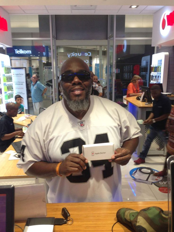 International comedian 'Griff' had his iphone 6 screen replaced at our Clearwater branch yesterday.