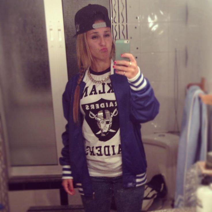 Gorra: LA; Chaqueta: Grimey; Camiseta: Raiders (Foot Locker)