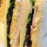 丸福珈琲店 - 中身は玉子マヨペースト・ハム・レタス。 とてもオーソドックスなサンドイッチ。