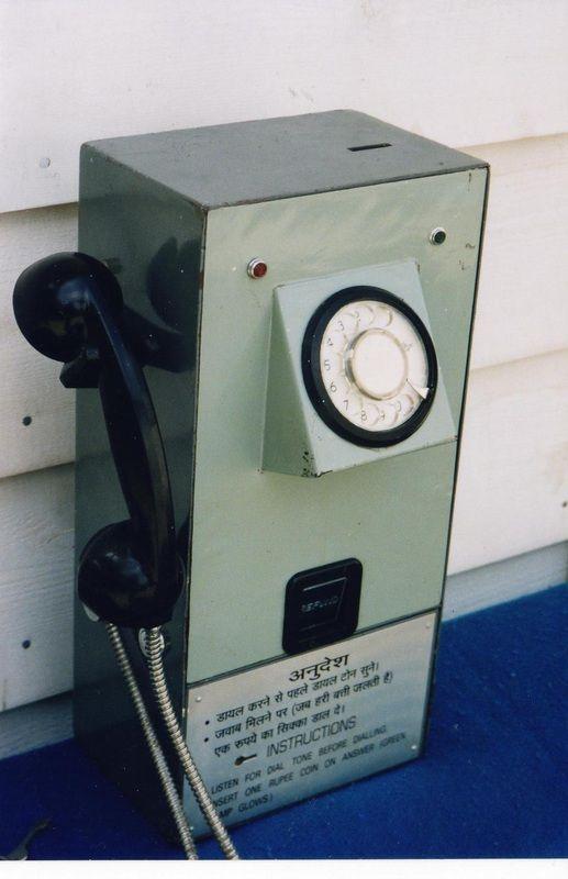 Single slot dial pay phone. Green: quantity 1. Circa 1950. India.- Grant's Telephone Classics