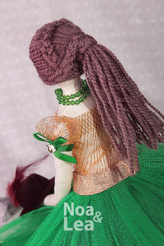 https://www.etsy.com/listing/232239127/hollie-tilda-inspired-doll-elegant-lady?ref=shop_home_active_8