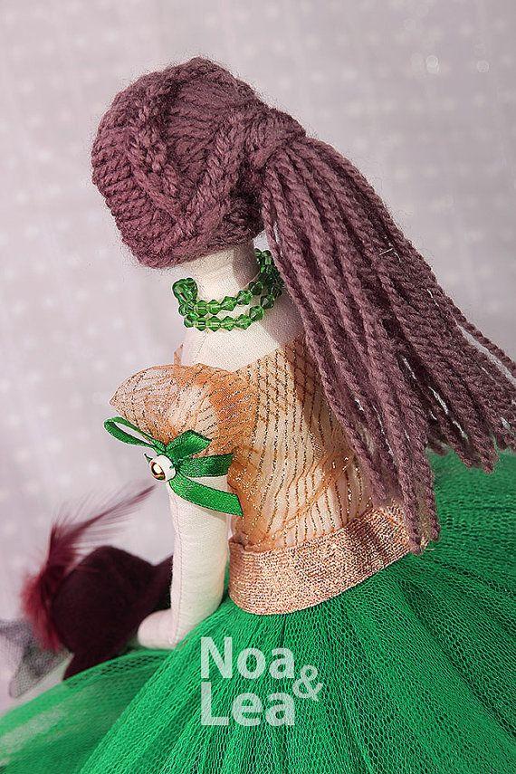 https://www.etsy.com/listing/232239127/hollie-tilda-inspired-doll-elegant-lady?ref=shop_home_active_8
