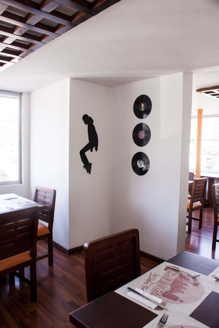 Branding y decoración de restaurante en Quito.