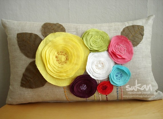 Pillow love.: Pillows Covers, Rose Flowers, Cute Pillows, Linens Pillows, Flowers Pillows, Throw Pillows, Felt Flowers, Fabrics Flowers, Diy Pillows
