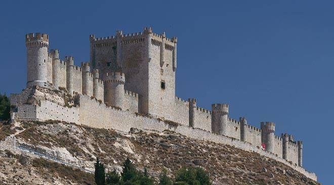 Castillo de Peñafiel. Peñafiel, Valladolid © Turespaña