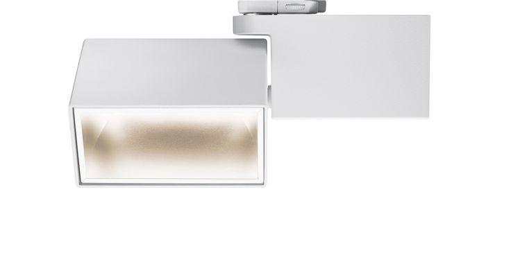 Lo speciale compito di GRADO è quello di illuminare con la giusta luce #LED i cartelloni e i display del pdv http://ow.ly/YiGj309Vela #Oktalite - Prodotti