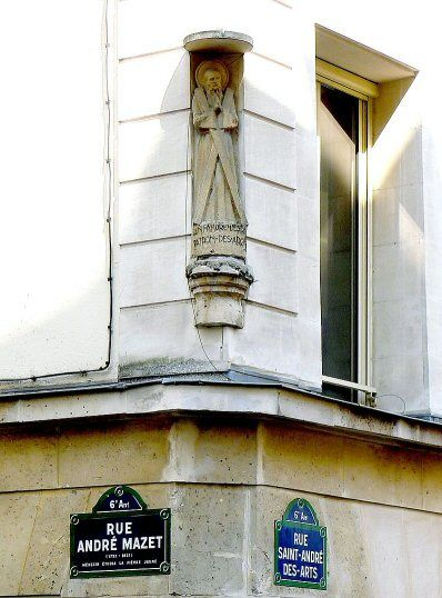 Une niche avec une statue de saint André au coin avec la rue André-Mazet  (Paris 6ème)