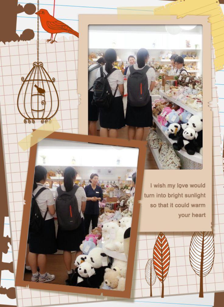 꿈꾸는청년가게(명동) 서울여자상업고등학교 친구들이 지도교사와 함께 매장을 방문하였답니다. 매장 특성에 대한 설명과 아이디어 제품에 대해 공감도 하는 유익한 시간이 되었답니다^^