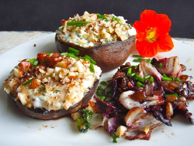 Om jullie al een beetje lekker te maken voor de healthy high tea die er 19 oktober 2014 aankomt, deel ik vandaag één van de favoriete recepten uit mijn (lunch)workshops. Makkelijk om te maken, natuurlijk lekker, en ook nog eens een goede opkikker voor je immuunsysteem!Je zou het misschien niet verwachten, maar paddenstoelen zitten namelijk ... lees verder >