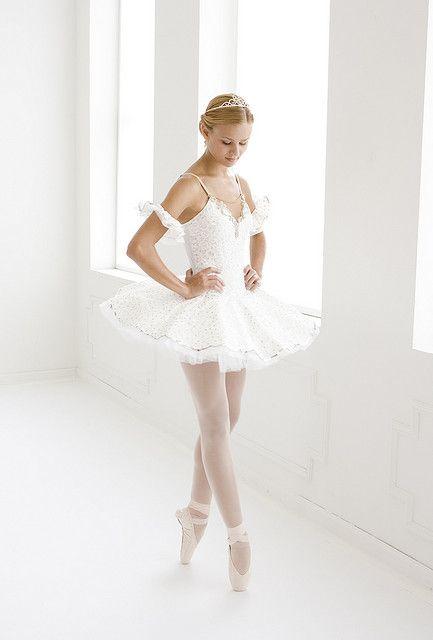 Revolution Dancewear, via Flickr #Ballet_beautie #sur_les_pointes * Ballet_beautie, sur_les_pointes *.