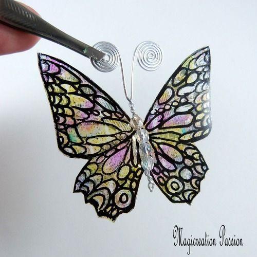 Papillon vitrail multicolore 5.5 cm perles transparentes antennes argentées