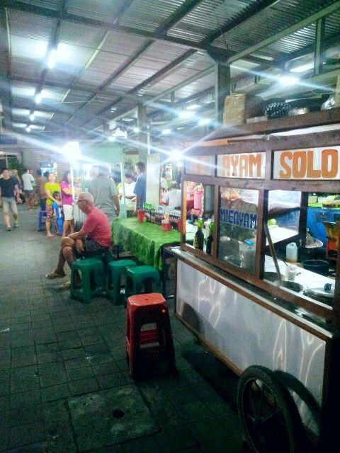 In #Shindu Traditional Market..Will enjoy #ChipDinner. .#Nasigoreng #Miegoreng #Satekambing&ayam etc.Sanur,Bali Indonesia.