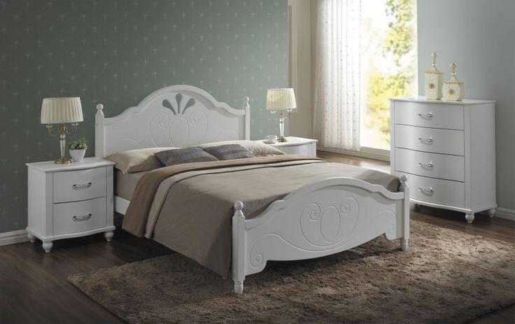 Meble sypialniane Malta polecane przez sklep Meblowy Guru to solidny zestaw wykonany z połączenia drewna z płytą MDF. Meble te występują w kolorze białym co pozwala na stworzenie sypialni marzeń.