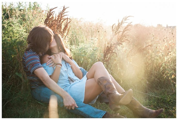 Best 2017 Arkansas Engagement Photos | Simply Bliss Photography - great engagement poses, engagement shoot ideas, NWA Engagement Photographer, rustic engagement session, tall grass, cowboy boots, sunflare