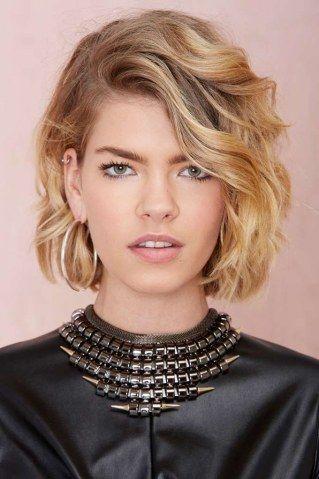 Sie sind vielseitig, feminin und liegen eigentlich immer im Trend: Bob Frisuren. Kein Wunder, dass der Bob zu den liebsten Frisuren der meisten Frauen zählt...