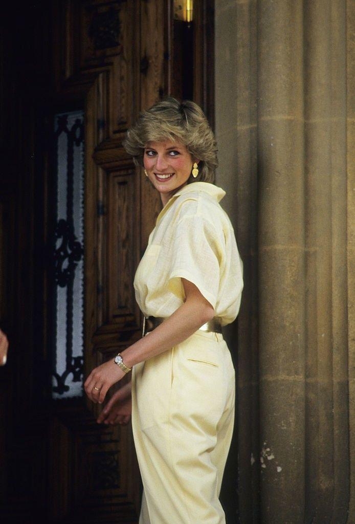 Lady Di Diana De Gales Diana Gales Lady Di Diana De Gales Lady Di Diana De Gales Lady Di D In 2020 Princess Diana Fashion Princess Diana Quotes Diana Quotes