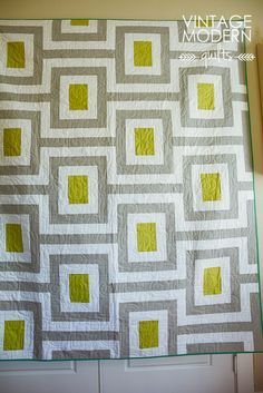 """Great """"Midcentury"""" quilt, pieced by Sarah Huechtman, quilted by Michelle Kitto, and pattern by Lisa Calle of by Vintage Modern Quilts."""