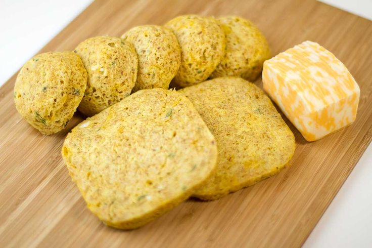 One-Minute Cheddar Bread and Buns. #lowcarb #realmeals #banting #LCHF