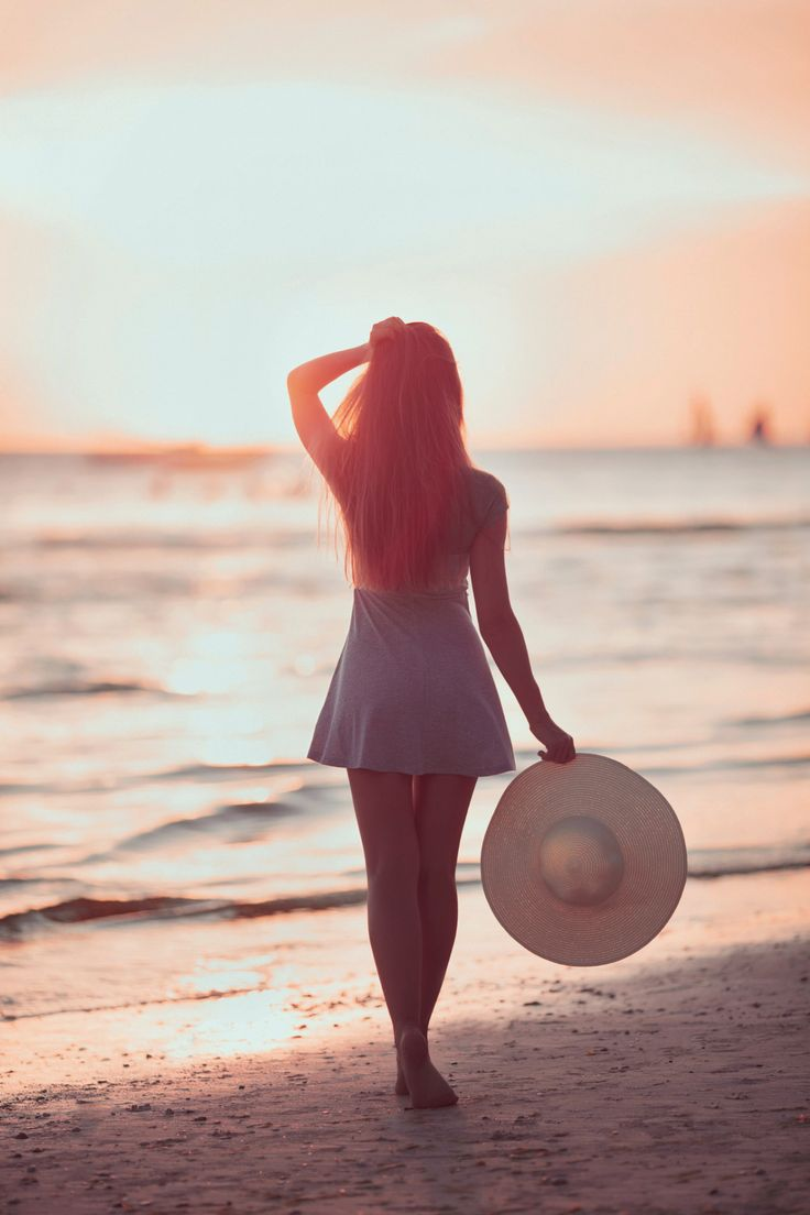 Girl on the beach - Vasily Makarov -  • ♤♡♢♧ •